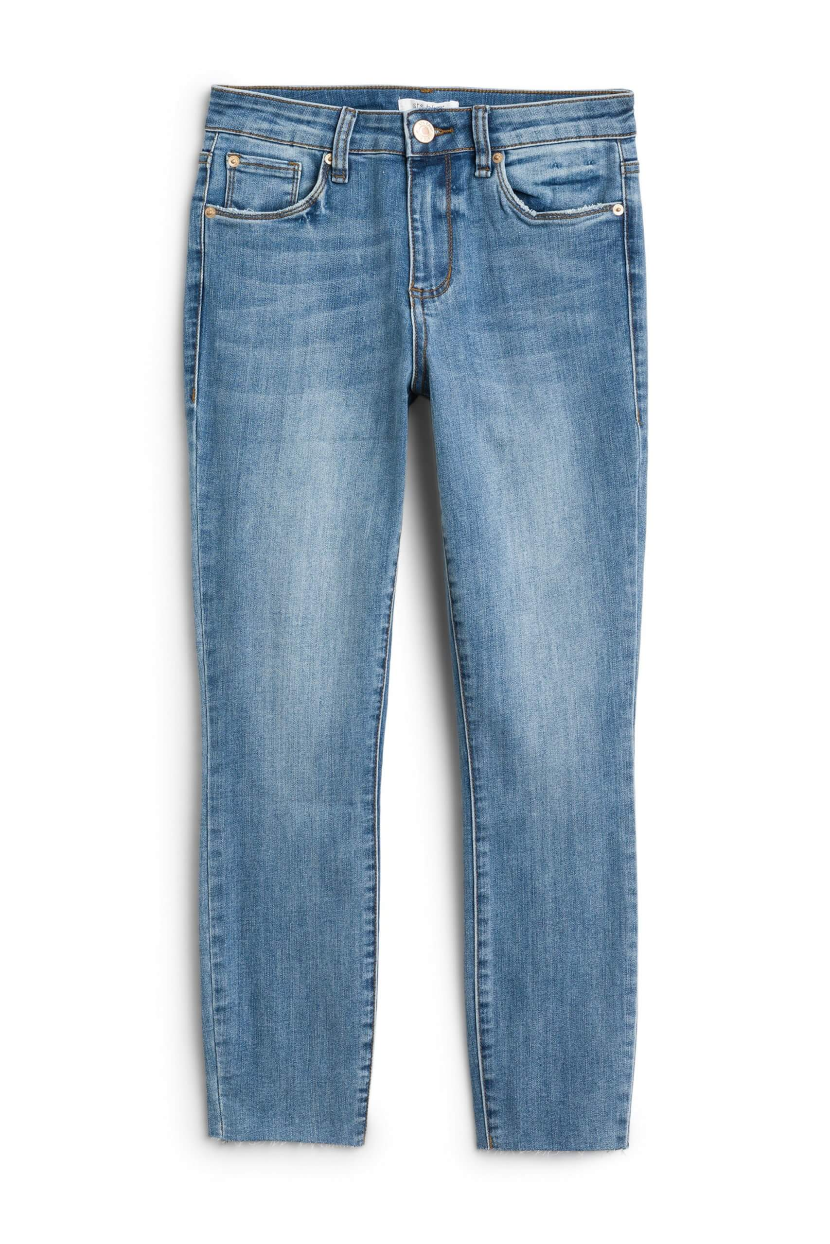 Stitch Fix Women's blue capri jeans.