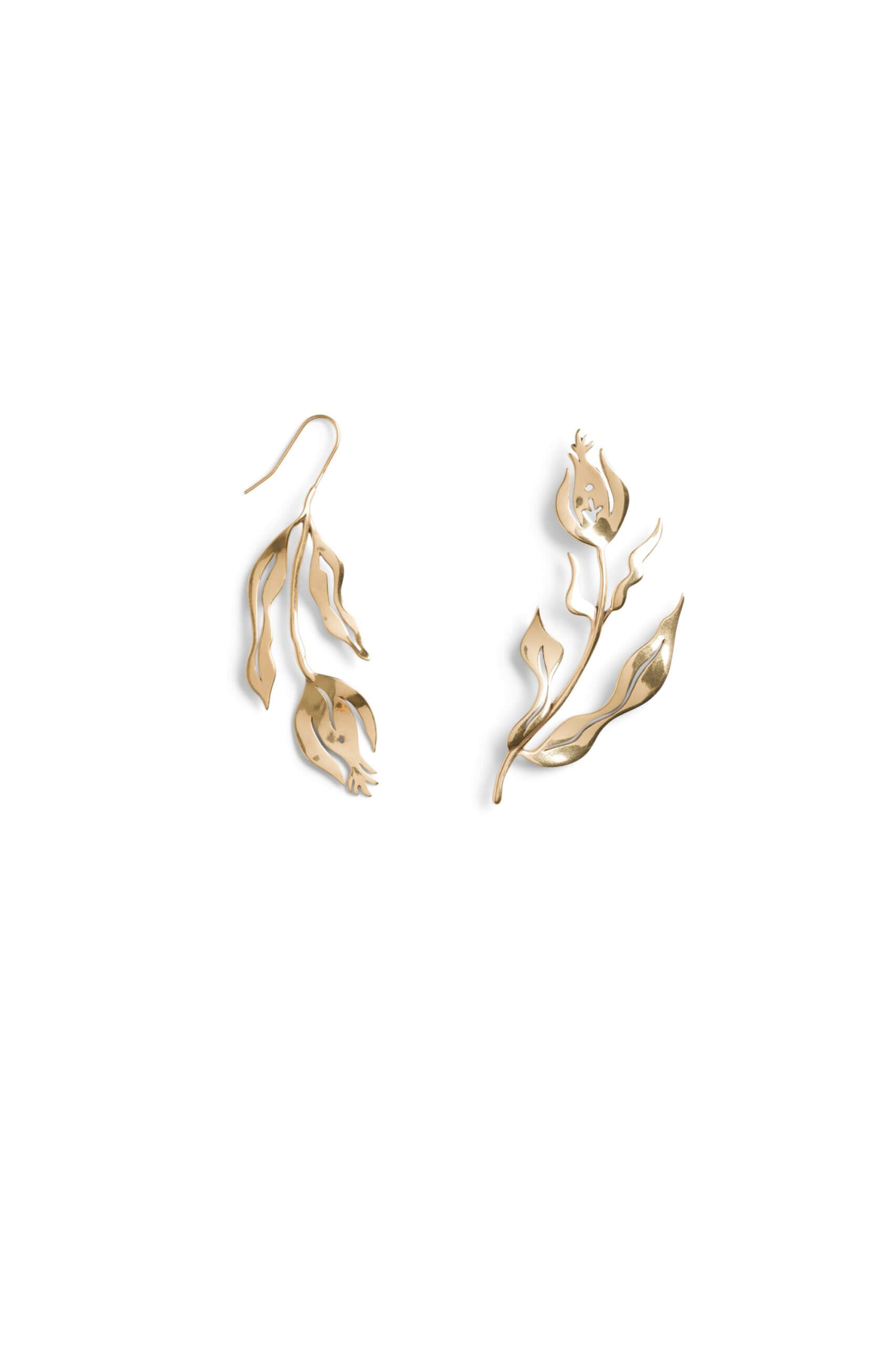 Stitch Fix women's gold leaf earrings.